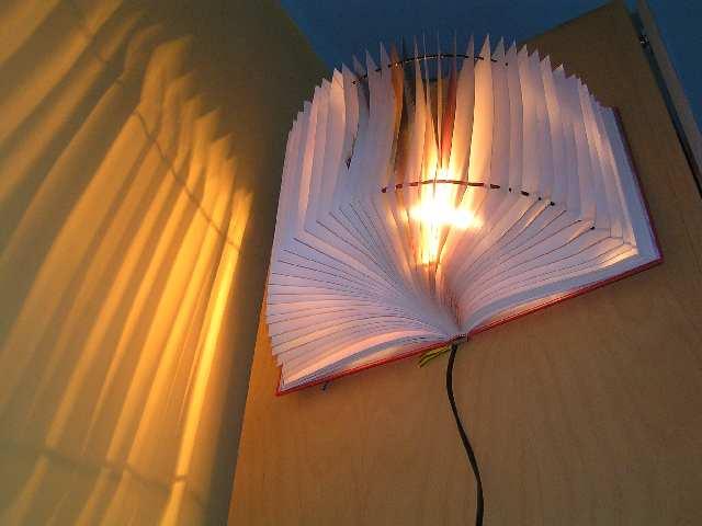 Світильник з книги