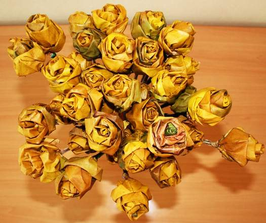 Цукерковий букет з трояндами з листя