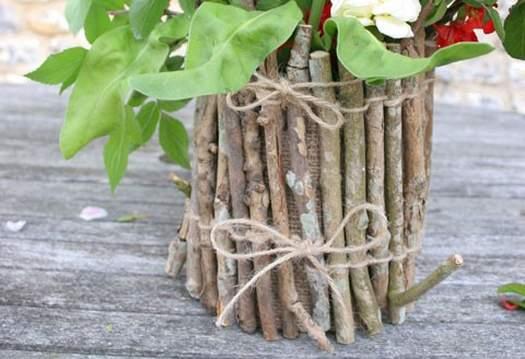 Декоруємо квітковий горщик гілками