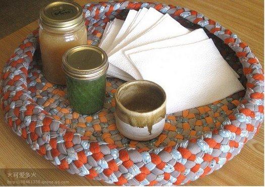 Незвичайний спосіб в\язання килимків з тканини