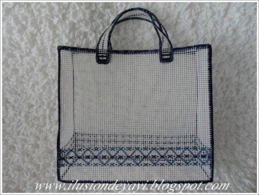 Робимо сумку з пластикової канви своїми руками.