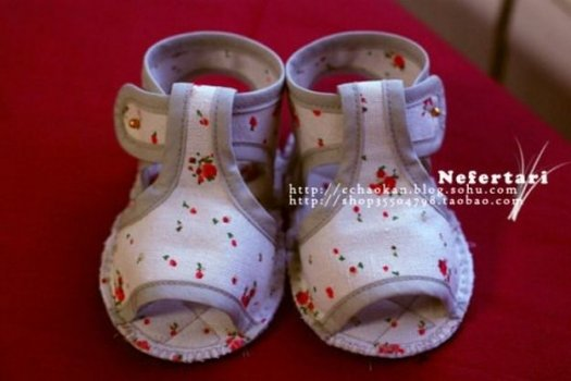 Ще один майстер клас шиття дитячих сандалів своїми руками.