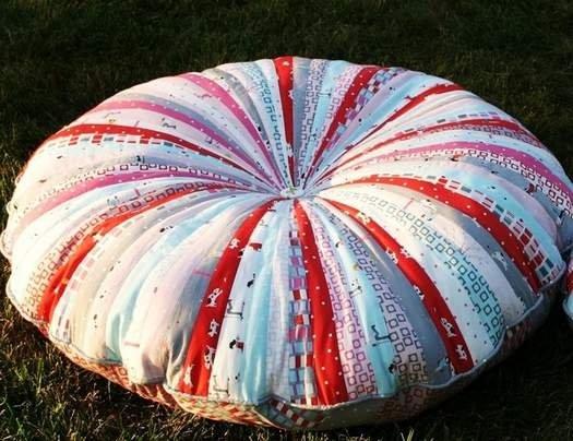 Шиємо круглу подушку з клаптиків своїми руками