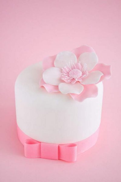 Бант з мастики для прикраси торта, докладний майстер клас