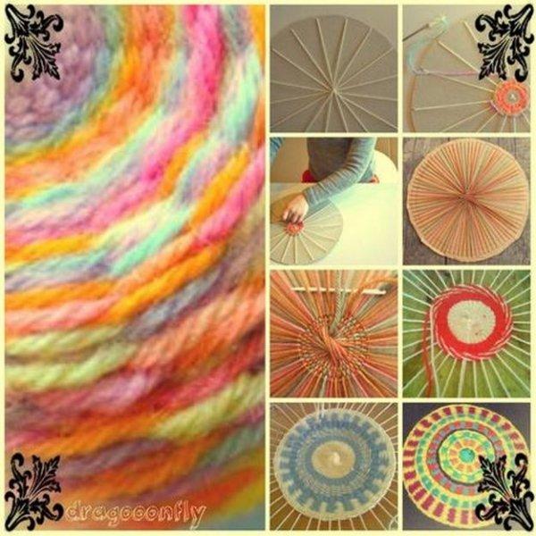 Плетемо круглий килимок із залишків ниток.