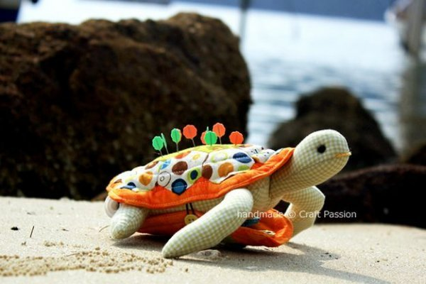 Шиємо оригінальну ігольніцю черепаху своїми руками.