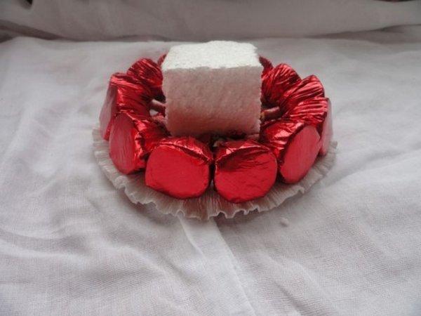 Як легко зробити тарталетку з цукерок?