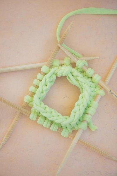 Як зробити браслет з трикотажної пряжі.