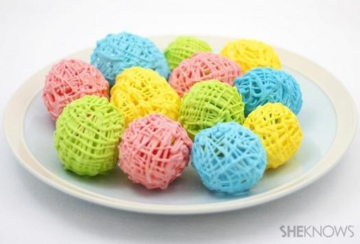 Як зробити солодкі великодні яйця.