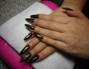 Актуальний дизайн: лиття на нігтях і рідкі камені