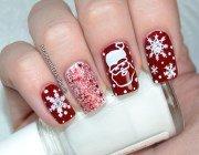 Манікюр зі сніжинками на нігтях