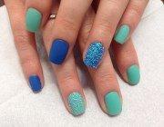 Оксамитовий пісок в дизайні нігтів