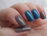 Синій манікюр на фото
