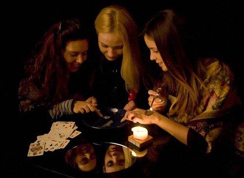 Ворожіння та ігри для дівчаток