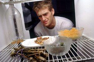 Як прибрати запах з холодильника