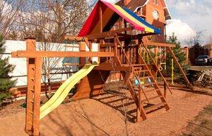 Дачні дитячі майданчики: різновиди, плюси і мінуси матеріалів, комплектація