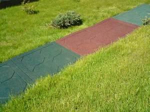 Дачна гумова плитка: сфера застосування гумової плитки, її технічні характеристики