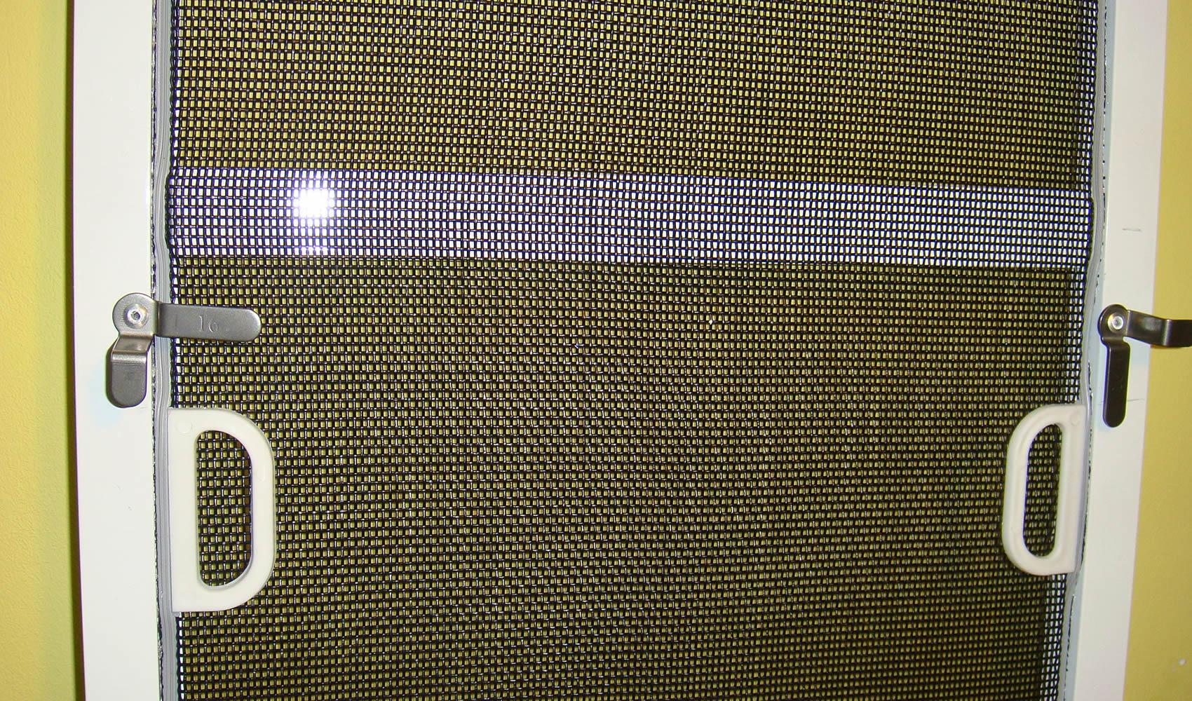 Москитная дверь на балкон - обзор вариантов конструкции.