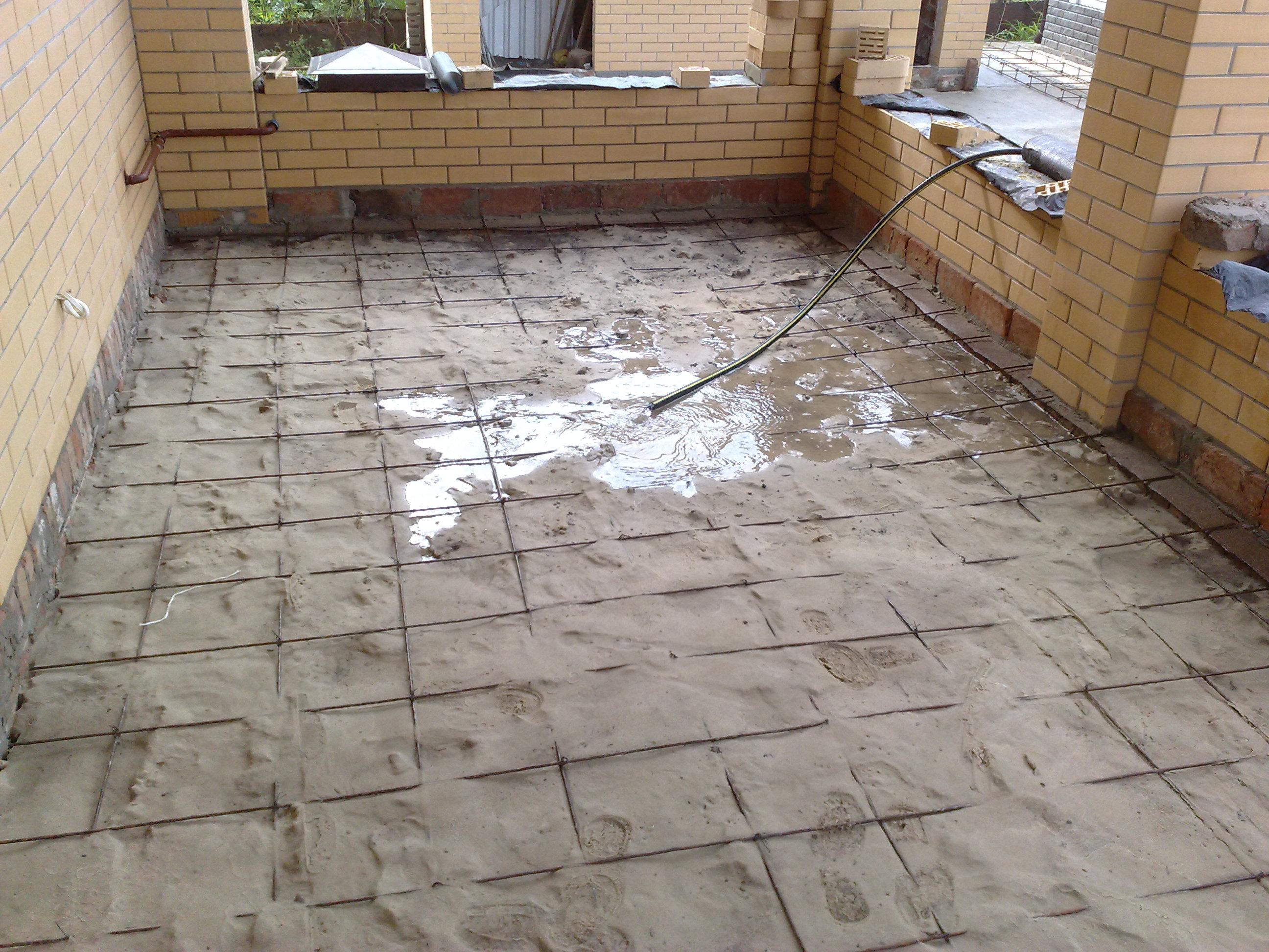 как заливать бетонный пол в доме