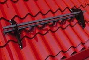 Призначення, різновиди та встановлення снігозатримувача на дах
