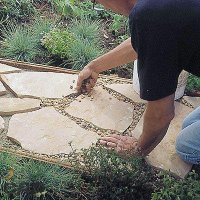 Створюємо садові доріжки своїми руками: чотири ідеї з покроковими інструкціями
