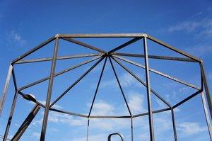 Тенти і намети для дачі: види, особливості конструкції, спорудження своїми руками, ремонт