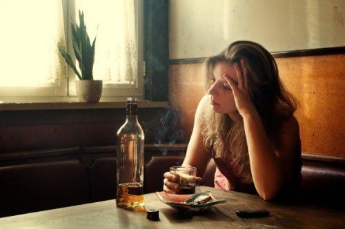 Особливості жіночого алкоголізму, його симптоми, наслідки та лікування
