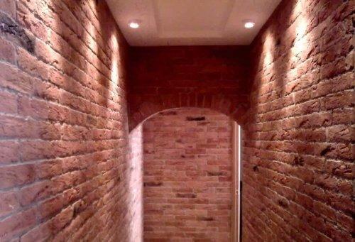 Оздоблення коридору декоративним каменем (штучним або натуральним)