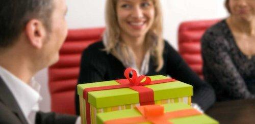Що подарувати колегам по роботі на 8 березня: недорого