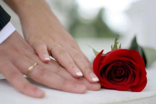 Що подарувати на річницю весілля друзям