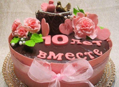 Що подарувати на Рожеве весілля 10 років: дітям, чоловікові, батькам