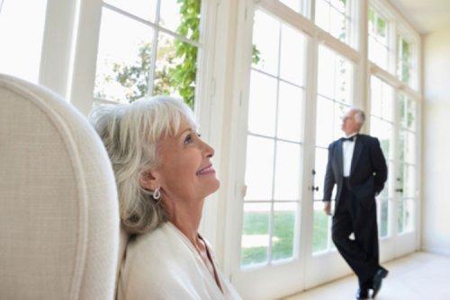 Що подарувати на золоте весілля 50 років: мамі, татові, родичам, друзям