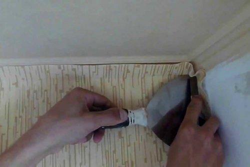 Як клеїти шпалери на флізеліновій основі правильно в кутах