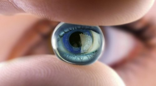 Які контактні лінзи вибрати і як за ними доглядати