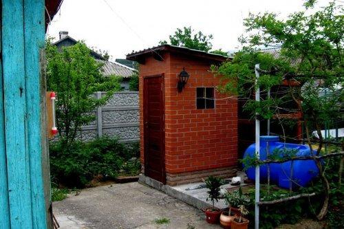 Як побудувати туалет на дачі своїми руками з цегли