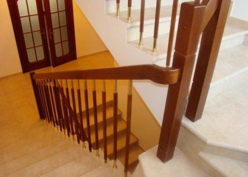 Як встановити балясини і перила на дерев\яні або бетонні сходи