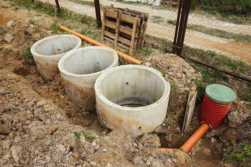 Як зробити каналізацію в приватному будинку своїми руками
