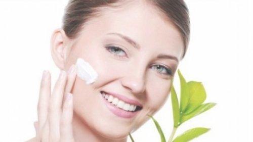 Як зволожити шкіру обличчя і тіла