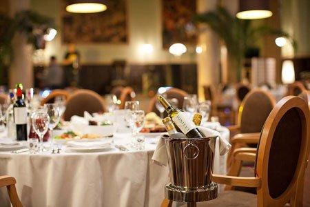 Відзначаємо свято в ресторані або кафе