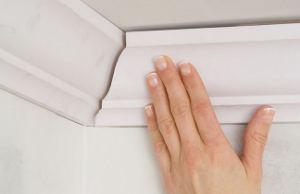 Як клеїти стельовий плінтус правильно: покрокова інструкція