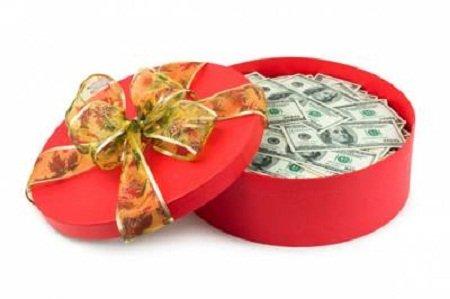 Як оригінально подарувати гроші?