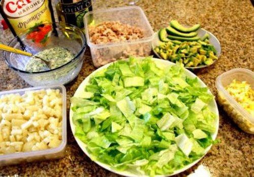 Салат з копченої тріски з авокадо