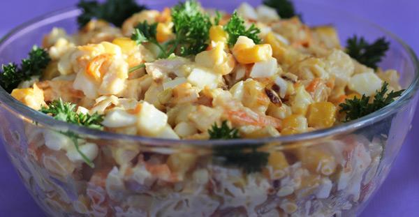Простой рецепт салата с курицей и кукурузой