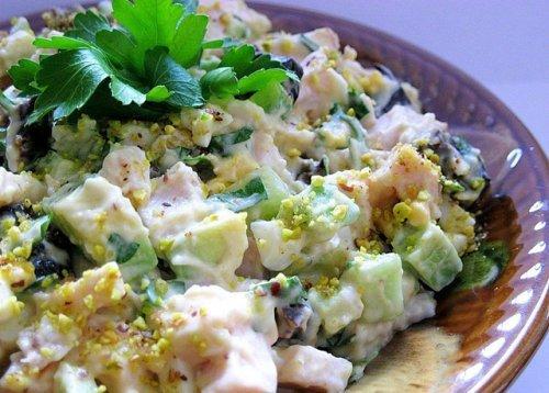 Копчене куряче м\ясо в салаті з грибами