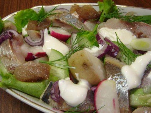 Оригінальний салат з копченою оселедцем: ідеї для святкового столу