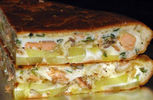 Смачний пиріг, приготований з копченою рибою
