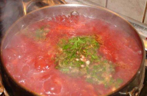 Смачний рецепт приготування борщу з копченими реберцями