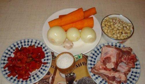 Здорова сільська їжа — квасоля з копченими реберцями