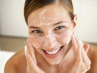 Як здійснюється пілінг обличчя в домашніх умовах?