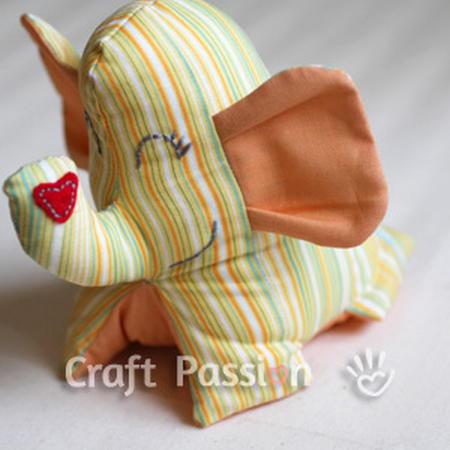 Шитий слоник з тканини своїми руками.